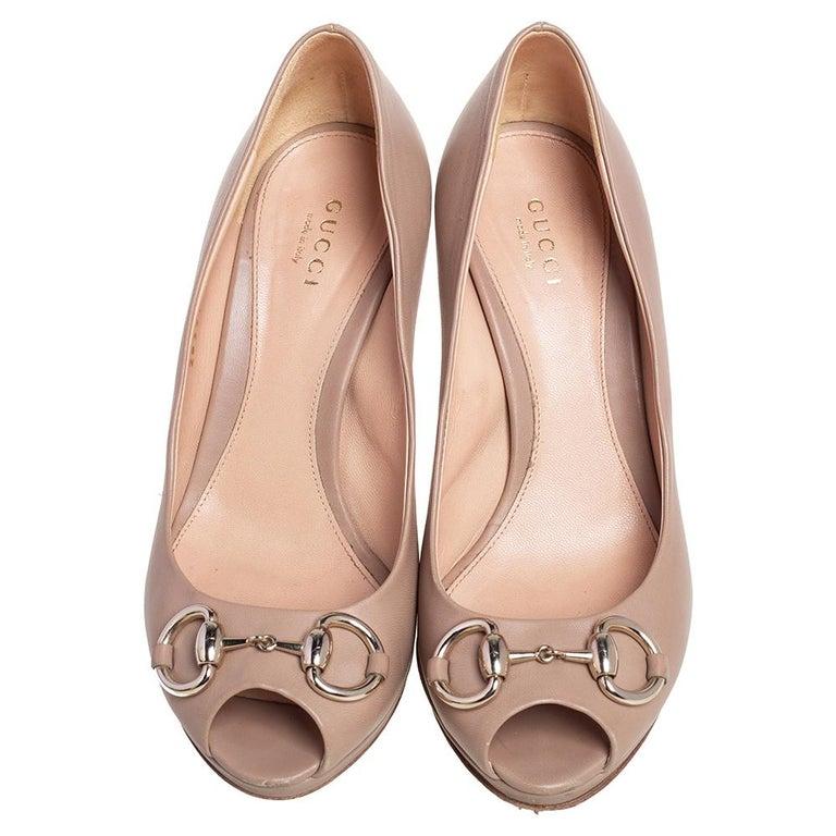 Women's Gucci Beige Leather Horsebit Peep Toe Pumps Size 36 For Sale