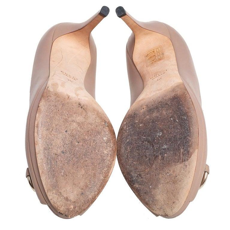 Gucci Beige Leather Horsebit Peep Toe Pumps Size 36 For Sale 2