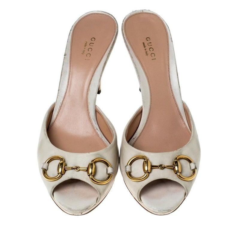 Gucci Beige Leather New Hollywood Horsebit Slide Sandals Size 39.5 In Fair Condition For Sale In Dubai, Al Qouz 2