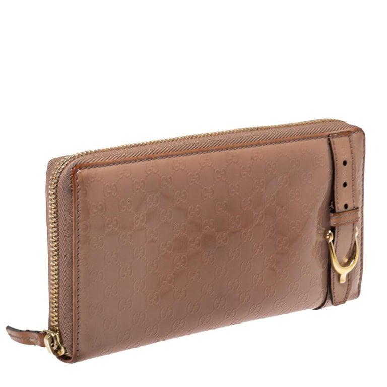 Gucci Beige Micro Guccissima Patent Leather Zip Around Wallet In Good Condition For Sale In Dubai, Al Qouz 2