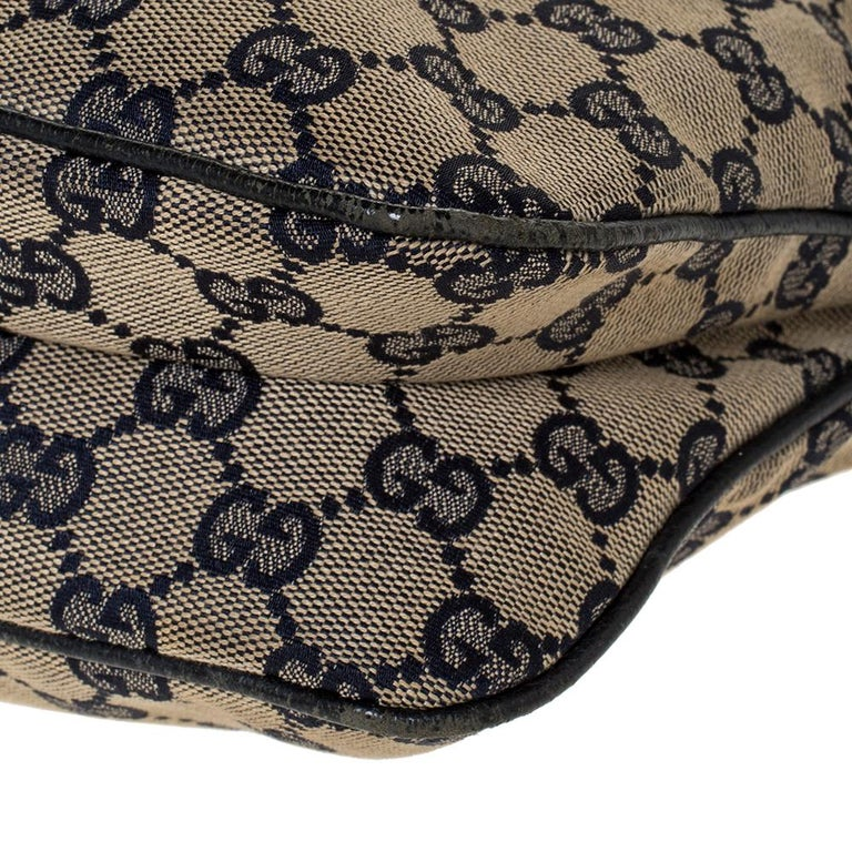 Gucci Beige/Navy Blue GG Canvas and Leather Web Shoulder Bag For Sale 1