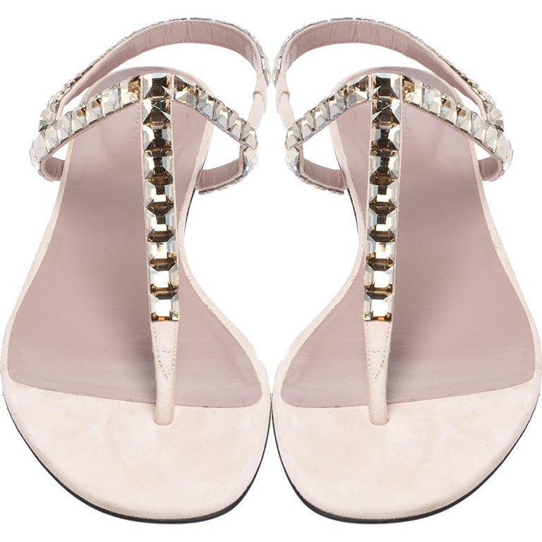 Gucci Beige/Pink Crystal Embellished Suede Mallory Thong Flats Size 39.5 In Good Condition For Sale In Dubai, Al Qouz 2