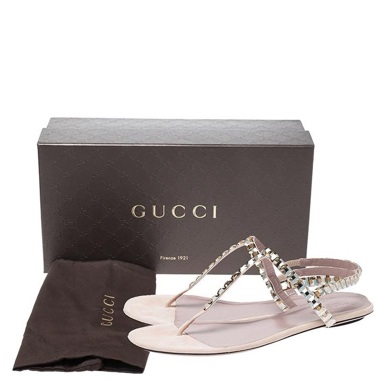 Gucci Beige/Pink Crystal Embellished Suede Mallory Thong Flats Size 39.5 For Sale 4