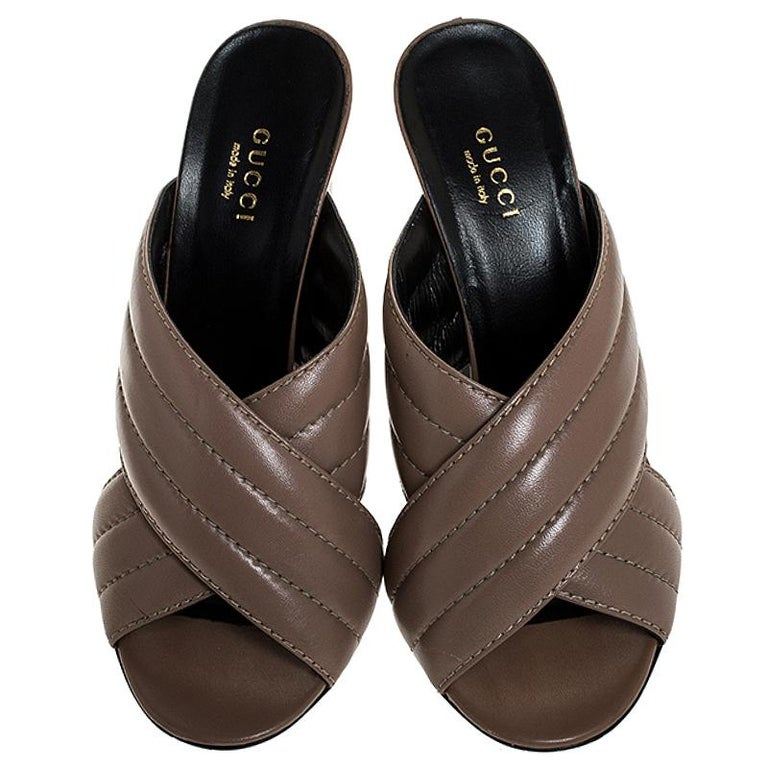 Gucci Beige Quilted Leather Sylvia Crossover Mules Size 38.5 In Good Condition In Dubai, Al Qouz 2