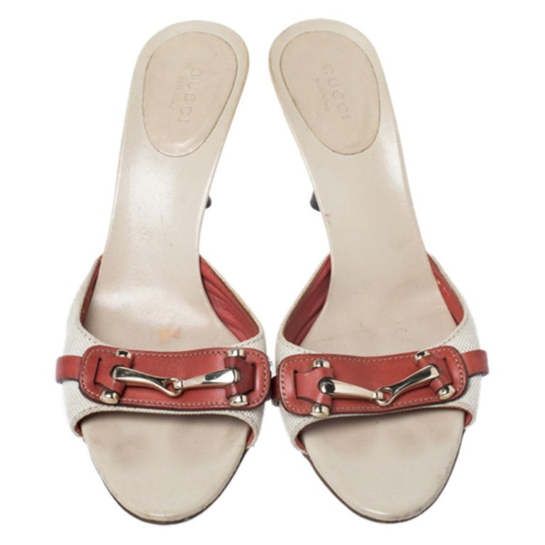 Gucci Beige/Red Canvas and Leather Open Toe Slide Sandals Size 38 In Good Condition For Sale In Dubai, Al Qouz 2