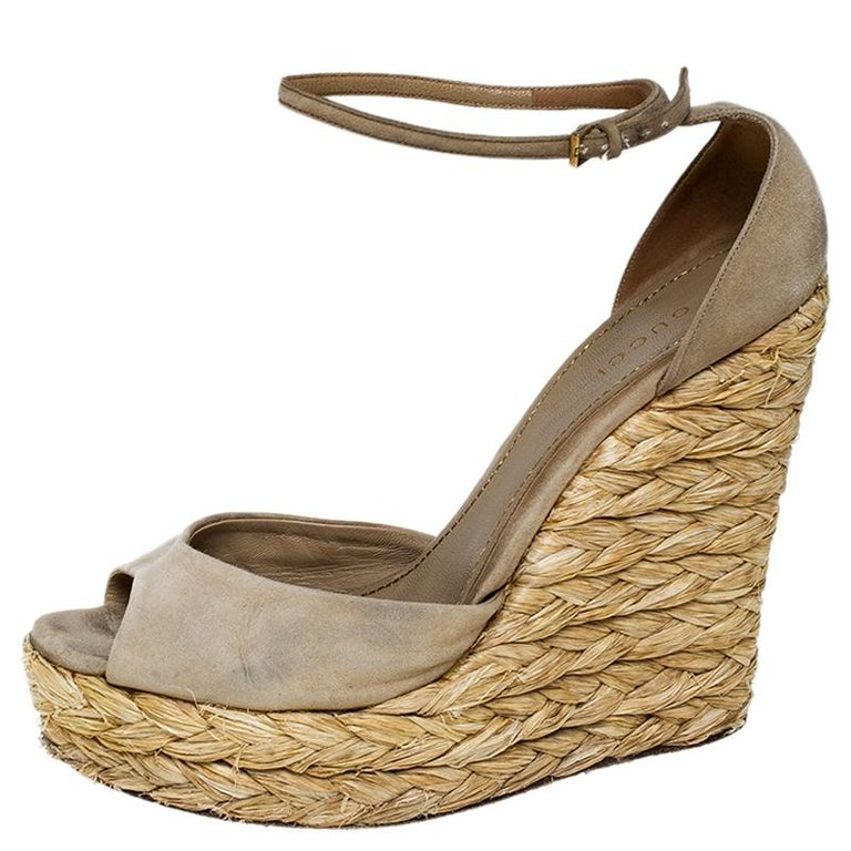 Gucci Beige Suede Raffia Wedge Peep Toe Ankle Strap Sandals Size 39 For Sale 3
