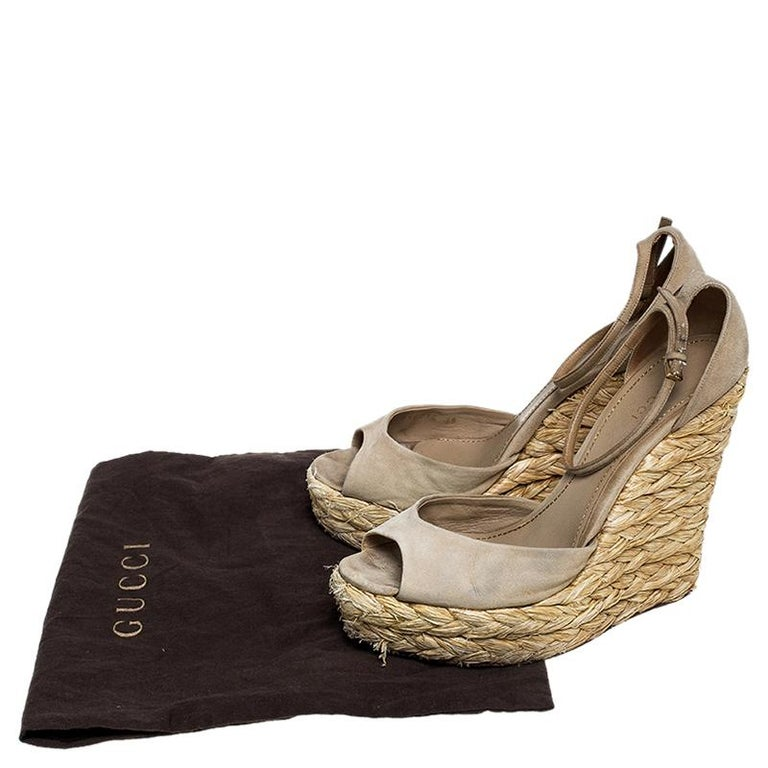 Gucci Beige Suede Raffia Wedge Peep Toe Ankle Strap Sandals Size 39 For Sale 4