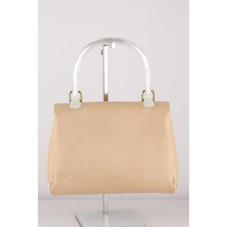 Gucci Beige Textured Leather Handbag with Lucite Handle For Sale 10