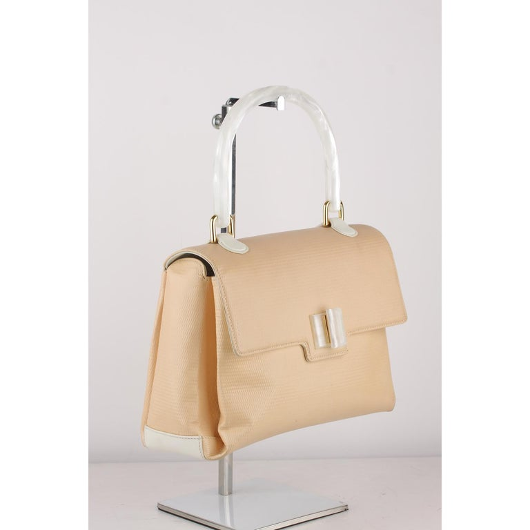 Gucci Beige Textured Leather Handbag with Lucite Handle For Sale 11