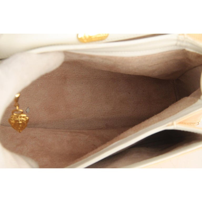 Gucci Beige Textured Leather Handbag with Lucite Handle For Sale 2