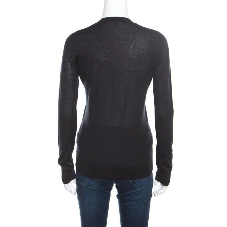 Gucci Black Cashmere Silk Knit V Neck Sweater S In Good Condition For Sale In Dubai, Al Qouz 2