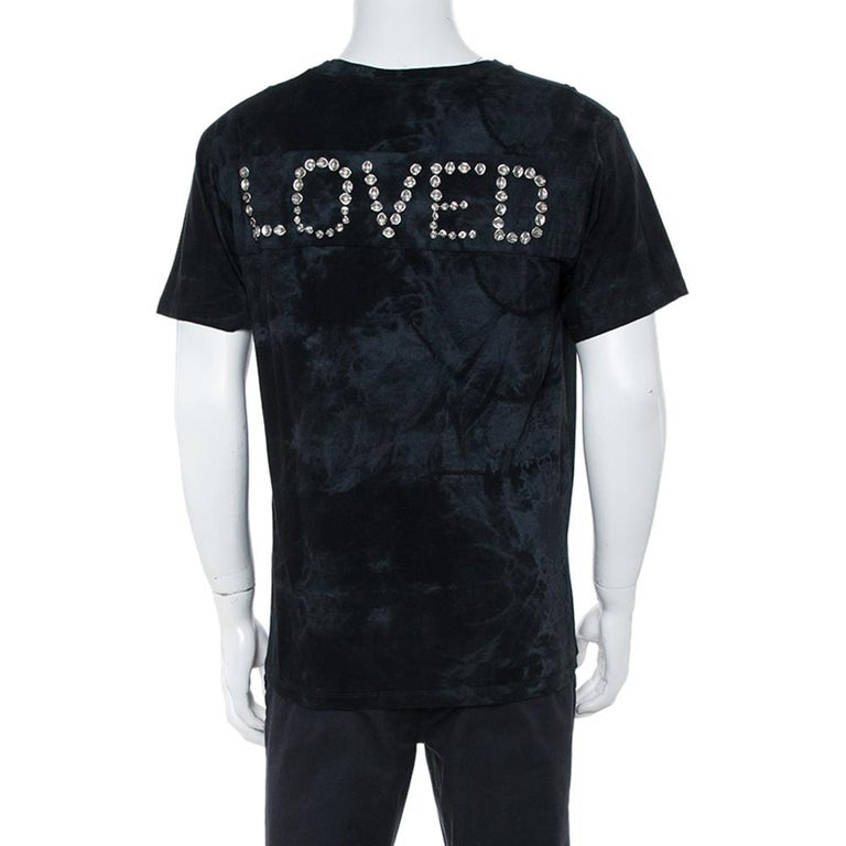 Nothing spells casual fashion more than this T-shirt from Gucci. Tailored from 100% Cotton, the creation features the label's logo on the front and 'LOVED' wording at the back adorned with silver-tone studs. Short sleeves and a crew neckline