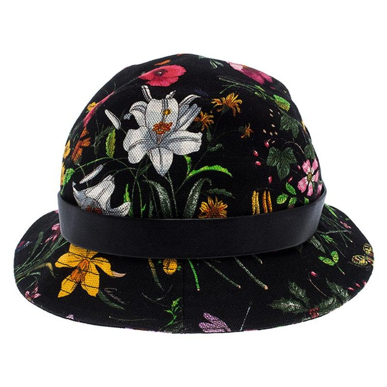 The Gucci bucket hat has the classic appeal and this fashion accessory will fit well in your casual wardrobe. Crafted from a floral-printed cotton blend, the hat is accented with a leather band around the bottom of its crown detailed with the brand