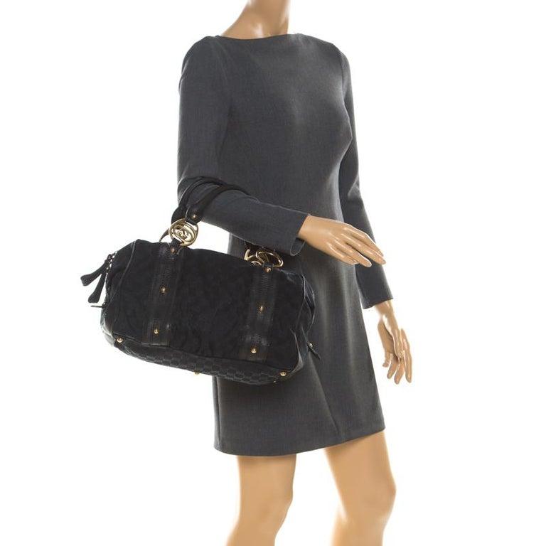 Gucci Black GG Canvas and Leather Interlocking Boston Bag In Fair Condition For Sale In Dubai, Al Qouz 2