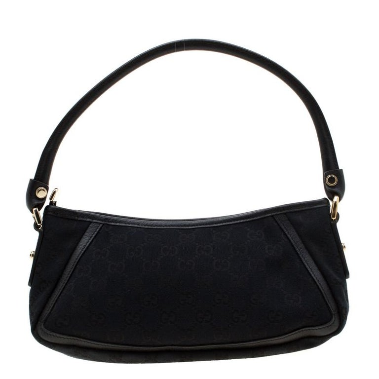 Gucci brings to you this amazing Abbey shoulder bag that is smart and modern. Made in Italy, this black bag is crafted from classic GG canvas and features a single top handle. The top zipper reveals a fabric lined interior with enough space to hold