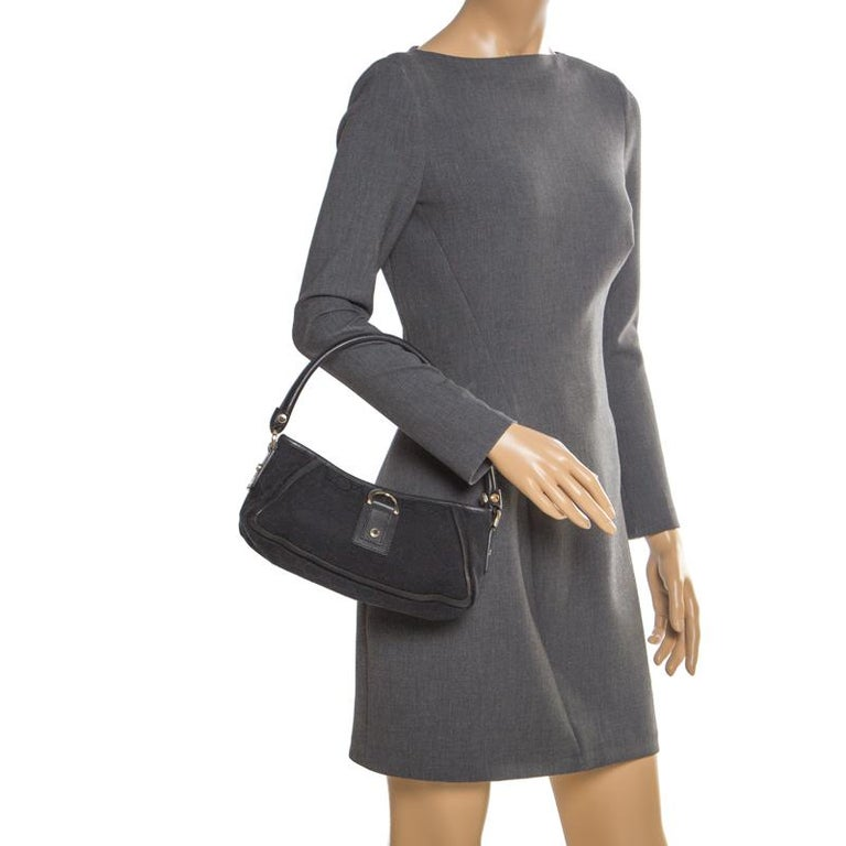 Gucci Black GG Canvas and Leather Small Abbey Shoulder Bag In Good Condition For Sale In Dubai, Al Qouz 2