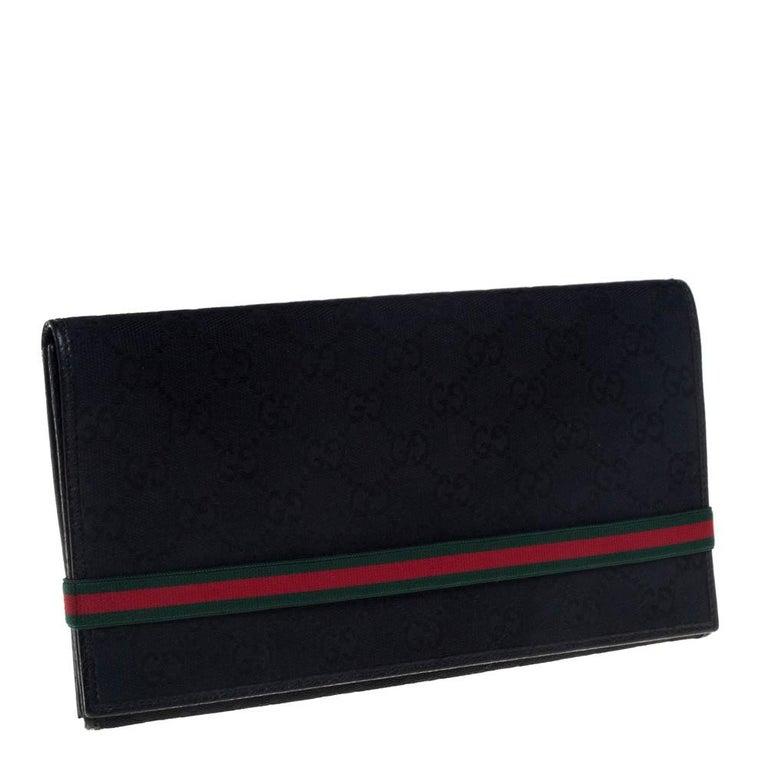 Gucci Black GG Canvas Web Stripe Clutch In Good Condition For Sale In Dubai, Al Qouz 2