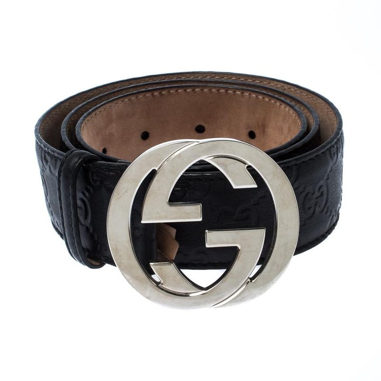 Light up your belt collection by adding this buckle belt from Gucci. Crafted from classic Guccissima leather, the piece is complete with the iconic interlocking GG buckle and a single loop. The sophisticated belt can be styled with various