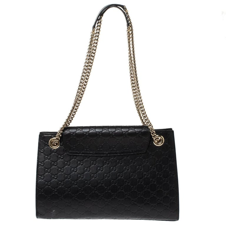 Gucci's handbags are not only well-crafted but they are also coveted because of their high appeal. This Emily Chain shoulder bag, like all of Gucci's creations, is fabulous and closet-worthy. It has been crafted from Guccissima leather and styled