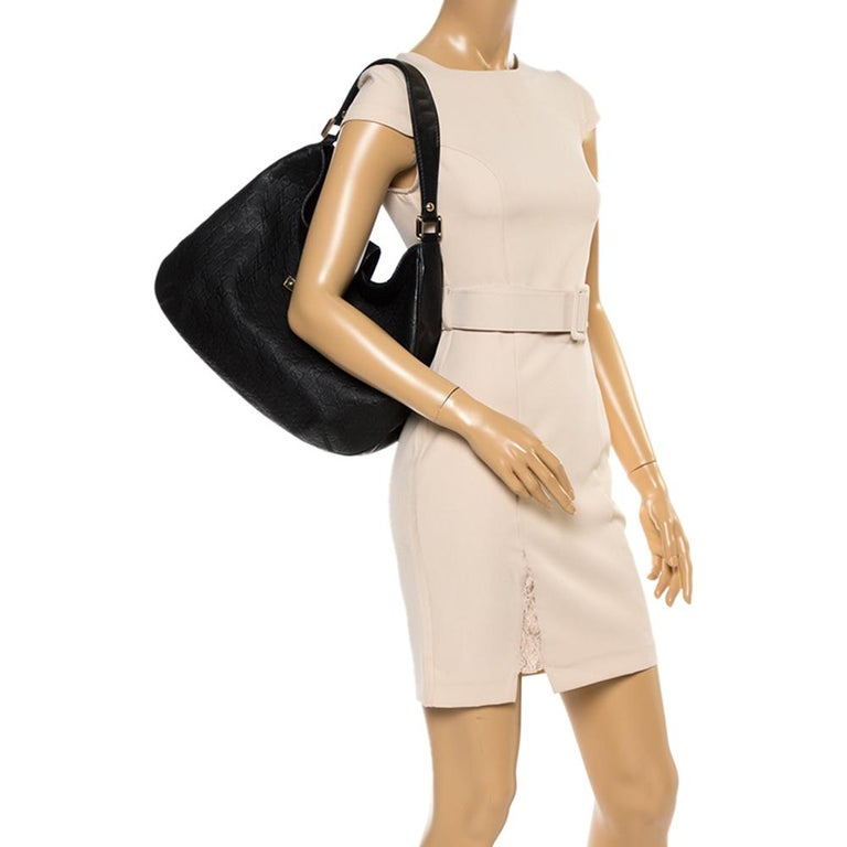 Simple and stylish, this bag is designed in a black Guccissima leather body. Lined with the fabric, this hobo offers both style and functionality. Look stylish and fancy in this Gucci accessory. Complement your attire by adorning this classic