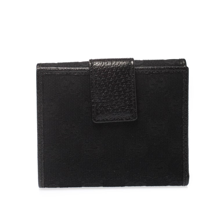 Now here's a wallet that is both stylish and functional. This French wallet by Gucci has been crafted from Guccissima leather and detailed with a name plaque in silver-tone on the front flap closure. It opens to reveal multiple slots and slip