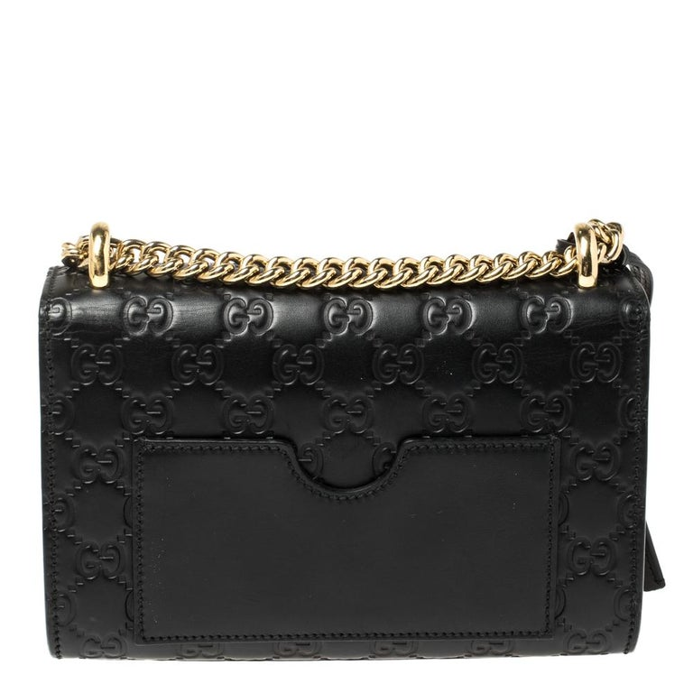 You can now get the ultimate fashion look by owning this shoulder bag today. This Gucci creation has been beautifully crafted from Guccissima leather and styled with a flap that carries a gold-tone padlock. The insides are lined with suede and sized