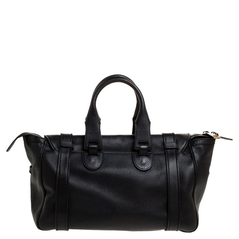 Defined by exquisite craftsmanship and grand design, this 1973 satchel by Gucci is an accessory worth the buy. Crafted in black leather, the bag features buckles and a gold-tone GG logo at the front, two top handles and a spacious interior.