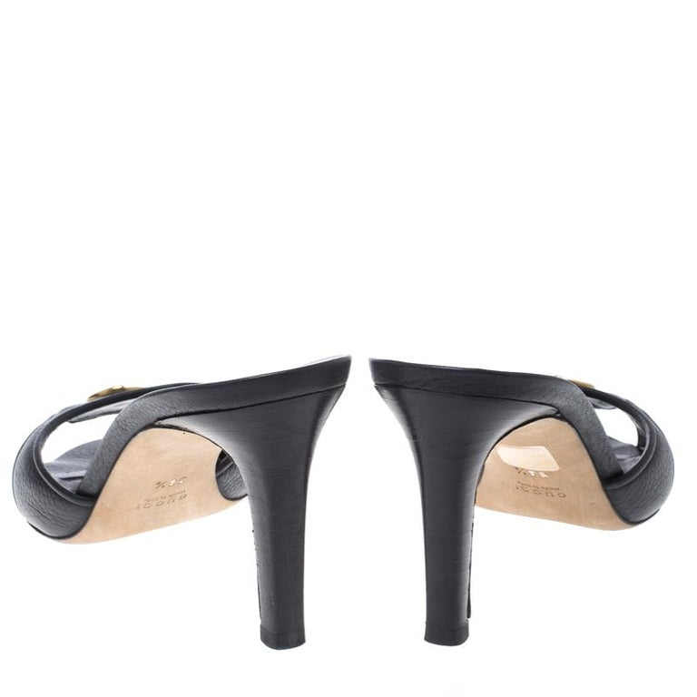 ccd0034a6 Gucci Black Leather Cellarius GG Logo Slides Sandals Size 38.5 In Good  Condition For Sale In