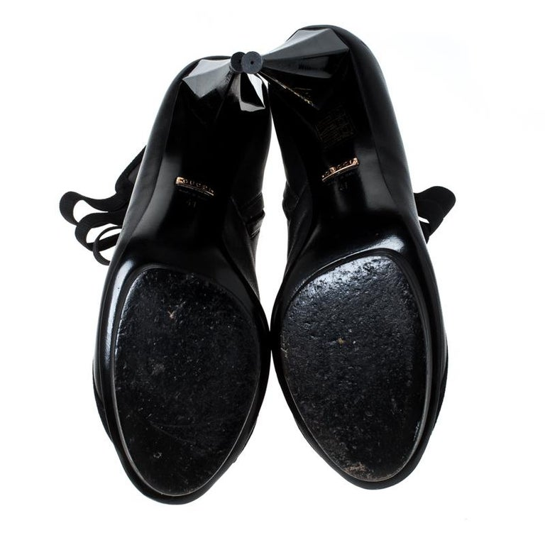 Gucci Black Leather Cut Out Ankle Booties Size 41 For Sale 2