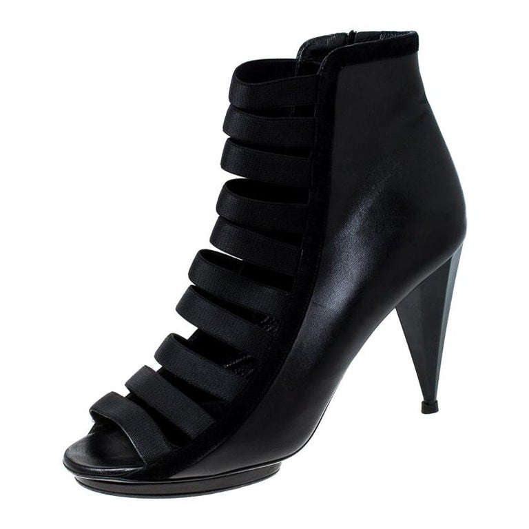Gucci Black Leather Cut Out Ankle Booties Size 41 For Sale