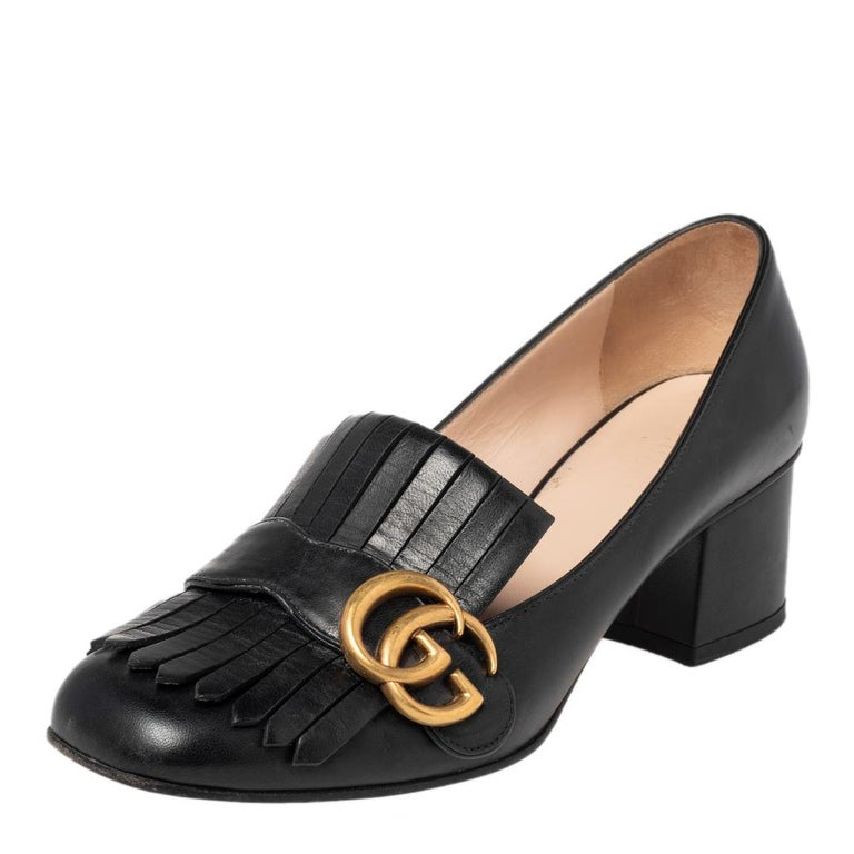 Pretty and easy to style, this pair of Marmont pumps by Gucci is a stunner. They've been crafted from black leather and styled with folded fringes with the brand's signature GG logo on the uppers. Square toes, low block heels, and sturdy leather