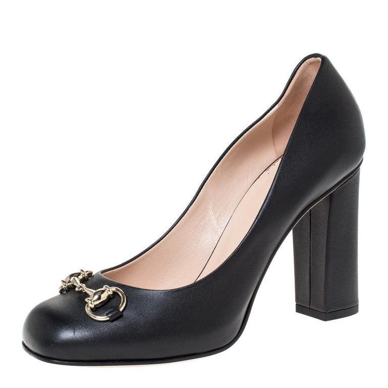 Grace and poise will all come naturally to you when you step out in this pair of pumps from Gucci. Crafted from black leather, the square-toe pumps have been styled with 10 cm block heels and the iconic Horsebit detail on the uppers. They are