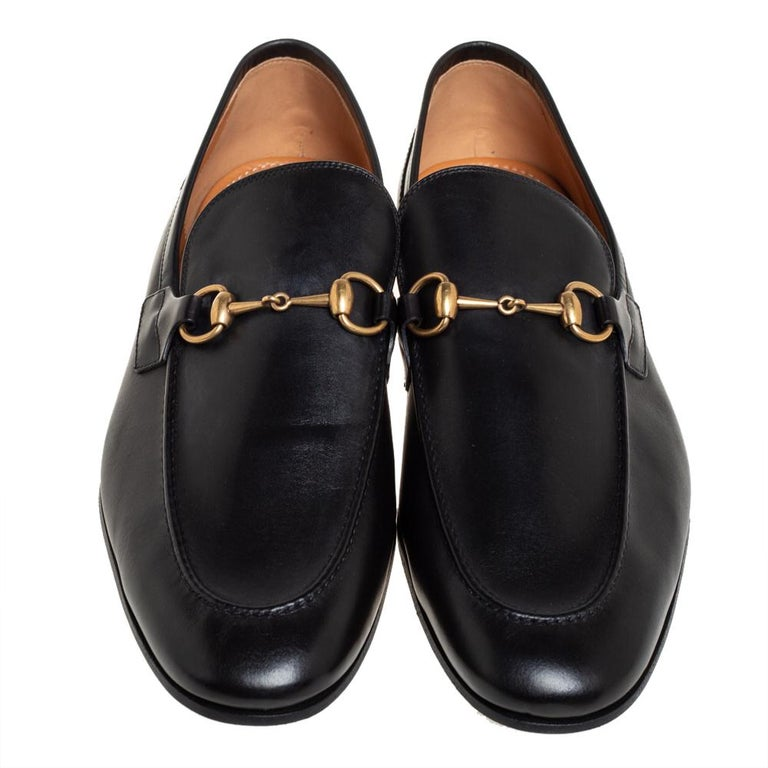 Exquisite and well-crafted, these Gucci Jordaan loafers are worth owning. They have been crafted from leather and they come flaunting a black shade with the iconic Horsebit detail on the vamps. The loafers are ideal to wear all day.  Includes: