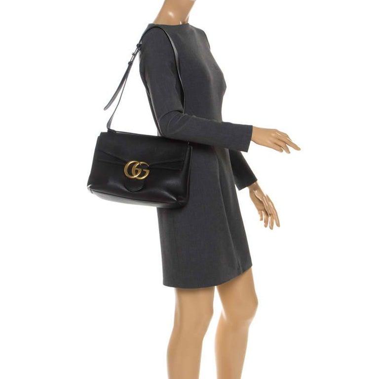 Gucci Black Leather Large GG Marmont Shoulder Bag In Good Condition In Dubai, Al Qouz 2