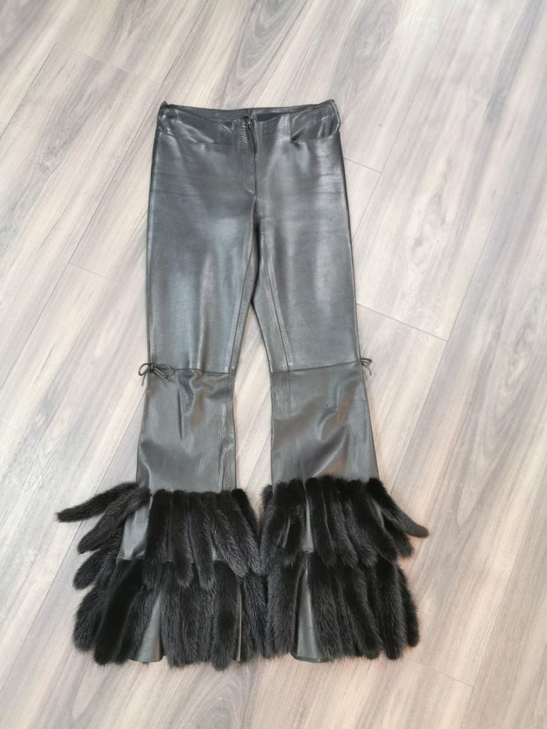 DESCRIPTION :  GUCCI BLACK LEATHER PANTS WITH MINK FUR SIZE 40 :  supple skins, beautiful fresh fur, nice big full pelts skins in excellent condition.  This item is made in Canada with the best quality skins.  ******All our fur coats are