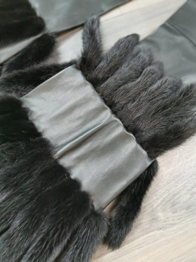gucci black leather pants with mink fur size 40 For Sale 3