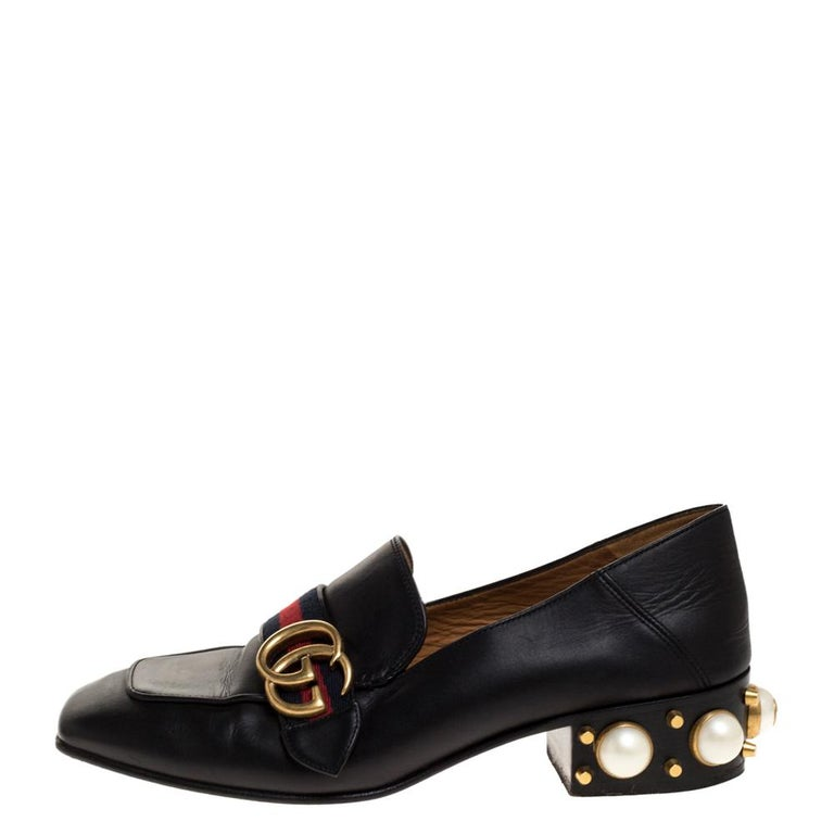 Brimming with signature details, these Gucci loafers crafted with leather will certainly make you the centre of attention in every group gathering. While the vamps are adorned with gold-tone GG motif sitting on the web straps, the heels are
