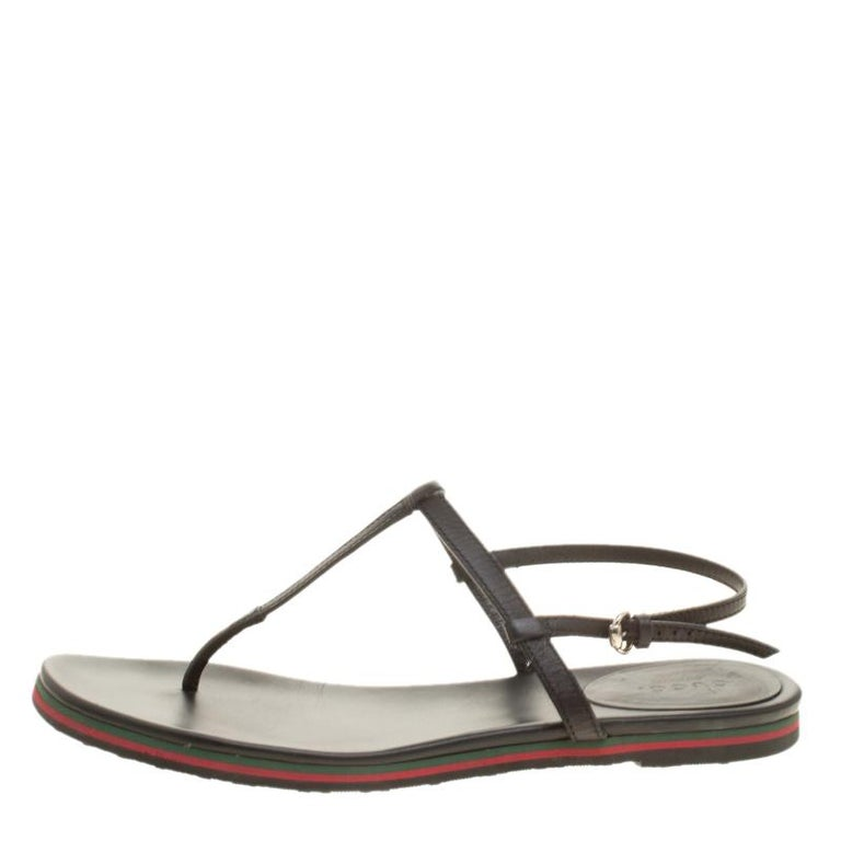 d092e2eef3e5 Gucci Black Leather Thong Flat Sandals Size 38 For Sale. Opt for a relaxed  day out in these flat sandals from Gucci. They ve