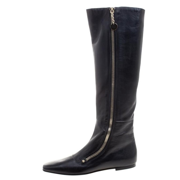 Simple and sophisticated, these knee length boots from Gucci are a must-buy for the fashionable you. These black boots are crafted in leather and come flaunting comfy insoles, square toes and long zippers along the sides. They can be paired with a