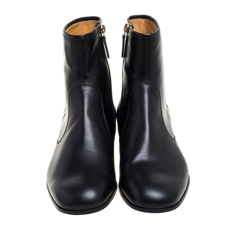 Now here is one pair that knows how to make you look effortlessly stylish! These black boots from Gucci are finely crafted from leather and fabulously designed with the 'GUCCI' labels on the sides along with zippers. Comfortable leather-lined