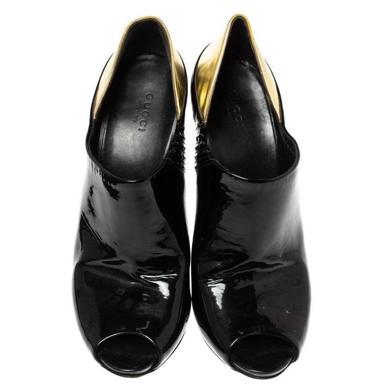 Gucci Black/Metallic Gold Patent Leather Peep Toe Booties Size 40 In Good Condition For Sale In Dubai, Al Qouz 2