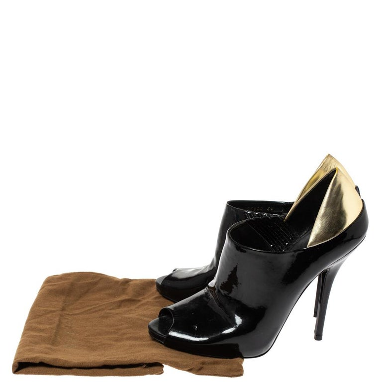 Gucci Black/Metallic Gold Patent Leather Peep Toe Booties Size 40 For Sale 4