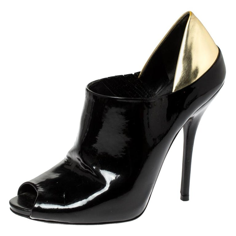 Gucci Black/Metallic Gold Patent Leather Peep Toe Booties Size 40 For Sale