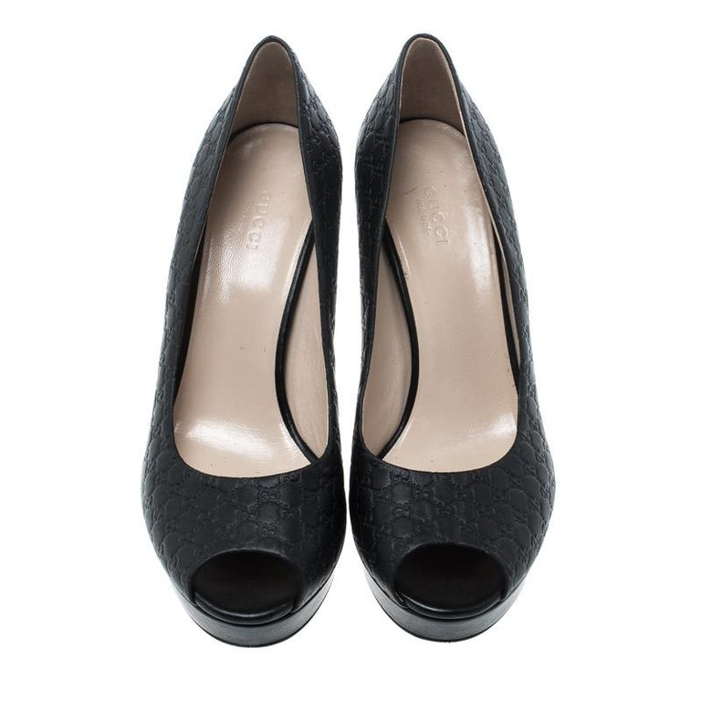 991cda62cf8 Gucci Black Microguccissima Leather Peep Toe Platform Pumps Size 40 For  Sale. This pair of pumps by Gucci are perfect for a formal or work look.  They