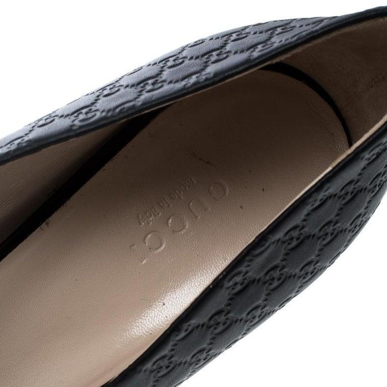 098dfb7eb99 Gucci Black Microguccissima Leather Peep Toe Platform Pumps Size 40 For  Sale 4