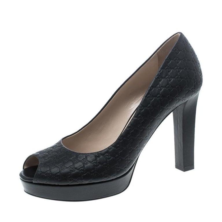 a6d130a4629 Gucci Black Microguccissima Leather Peep Toe Platform Pumps Size 40 For Sale
