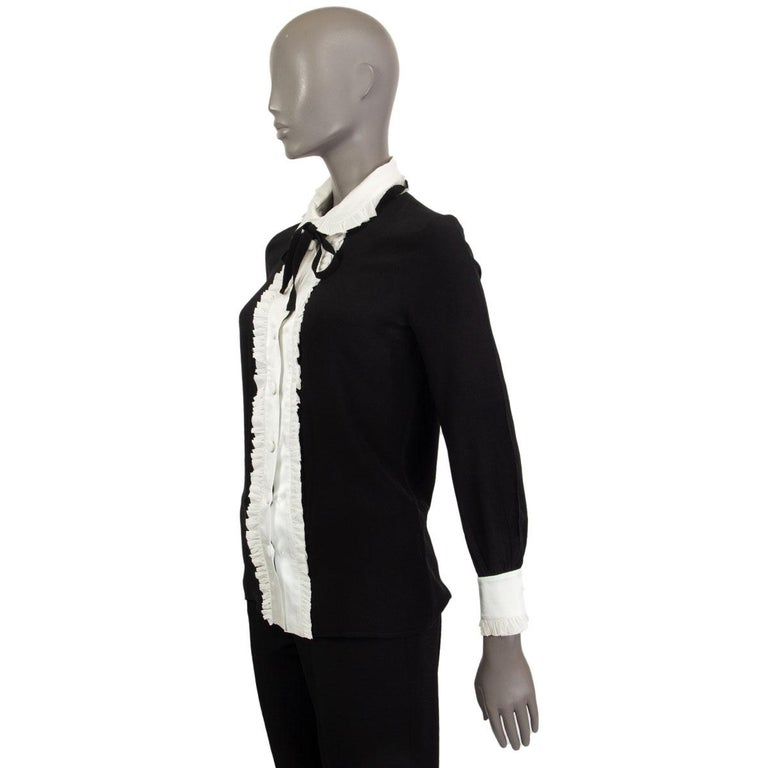 GUCCI black & off-white silk RUFFLED BOW Blouse Shirt 38 XS In Excellent Condition For Sale In Zürich, CH