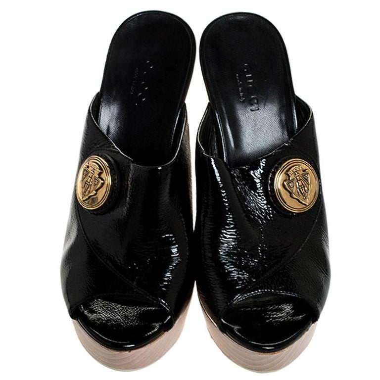 Gucci Black Patent Leather Hysteria Platform Clogs Size 35 In Good Condition For Sale In Dubai, Al Qouz 2