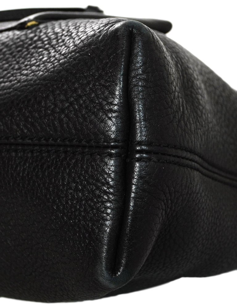 898eedab7c0e3e Gucci Black Pebbled Leather Shoulder Bag W/ Pockets For Sale at 1stdibs