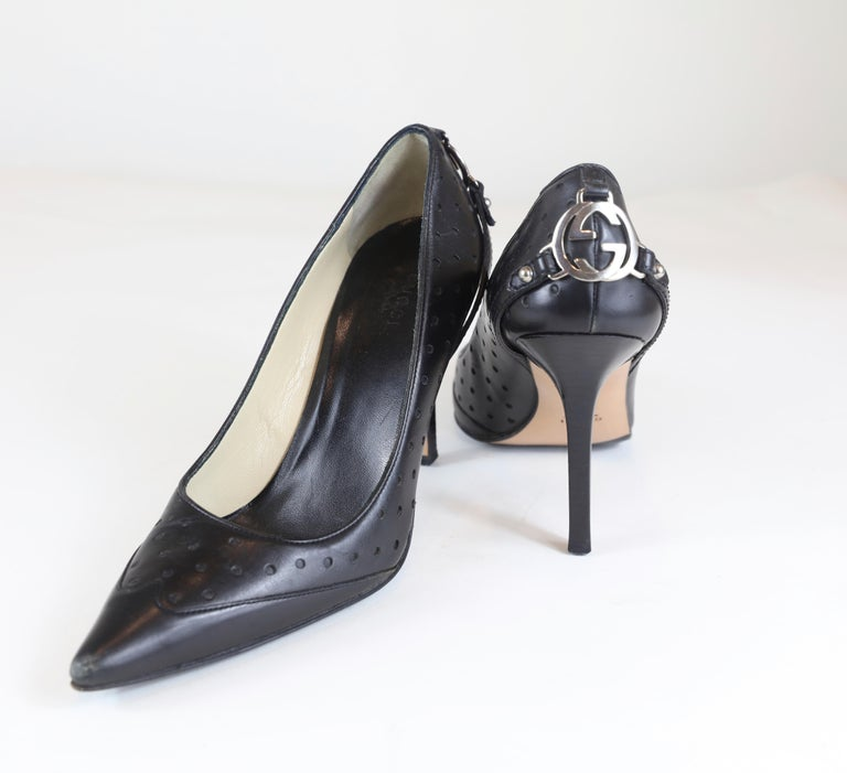 Gucci Black Pointed Heels Size 6.5 In Good Condition For Sale In Bridgehampton, NY